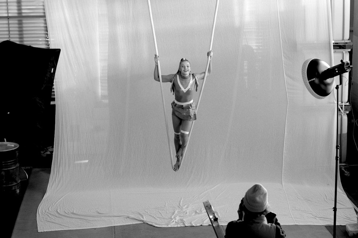 Fotoshoot einer Seilartistin mit Fotografin